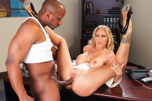Naughty Office – Julia Ann