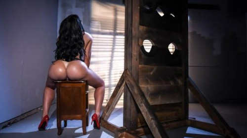 Big Wet Butts – Sybil Stallone