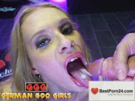 Extreme Bukkake - Nikki Riddle & Mini Hotcore