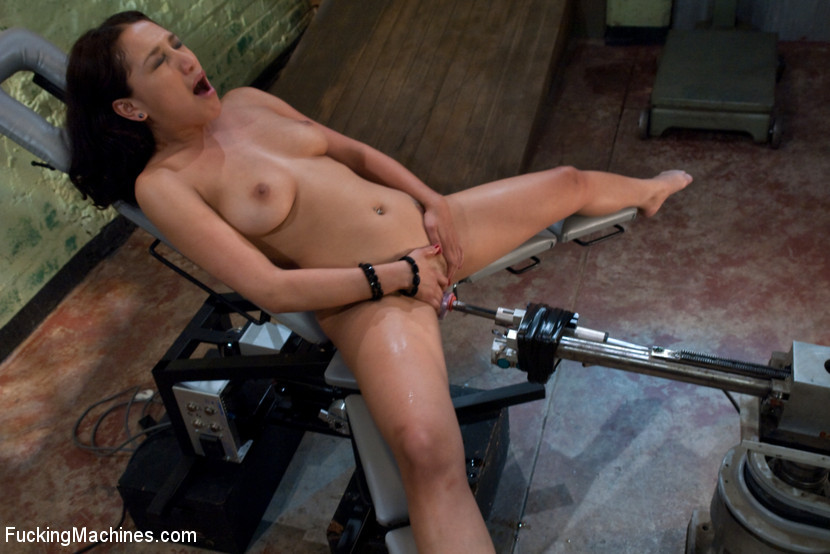 BestBDSM24.com - Image 8724 - Squealing and cumming