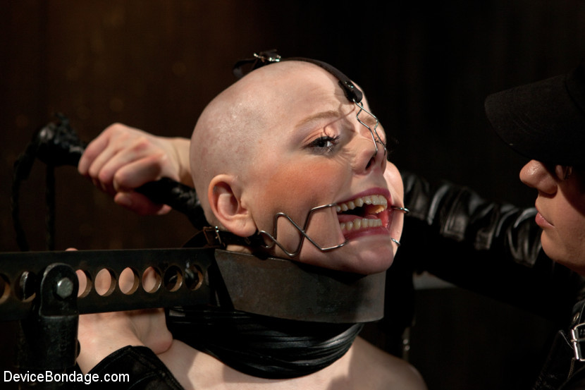 BestBDSM24.com - Image 23625 - Alani Pi - Head Shaved Slut Live Show - Part 1