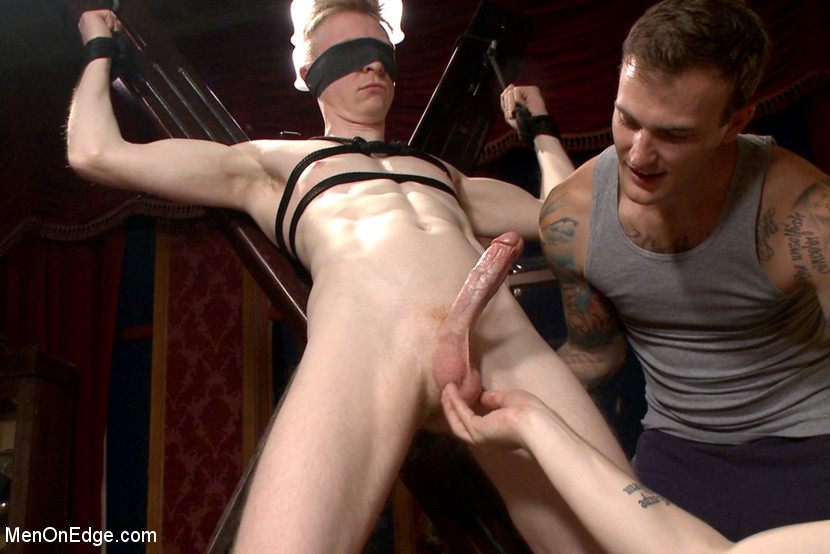 BestBDSM24.com - Image 37714 - Lean hunk Rob Yaeger relentlessly edged & tormented w/ ice - Live Show