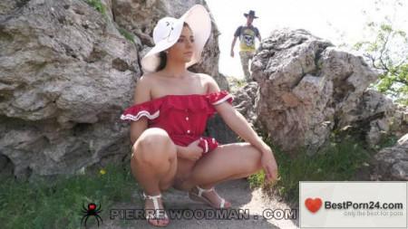 Woodman Casting X – Barby Flower